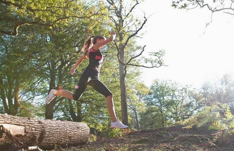 žena trčanje priroda