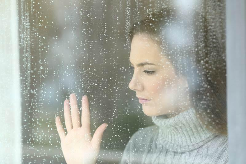 žena, tjeskoba, prozor, kiša