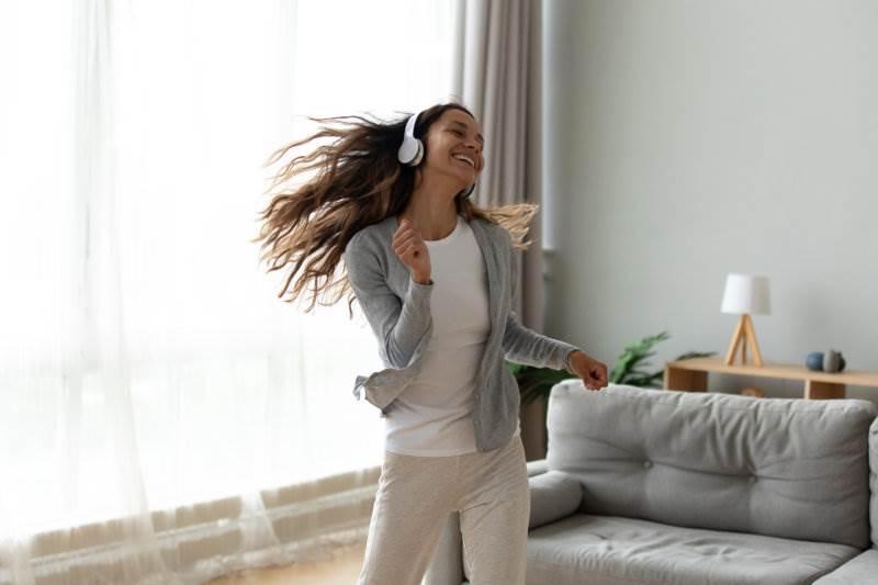 žena, ples, sreća